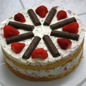 Erdbeer Yogurette Schmand Torte Anschnitt