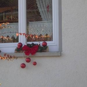 weihnachtsdeko f r die fensterbank drau en. Black Bedroom Furniture Sets. Home Design Ideas