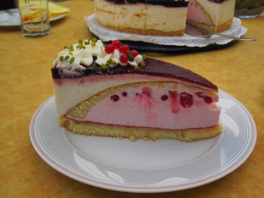 Erdbeer Vanille Torte Ein Traum In Rot Weiss Hier Johannisbeer